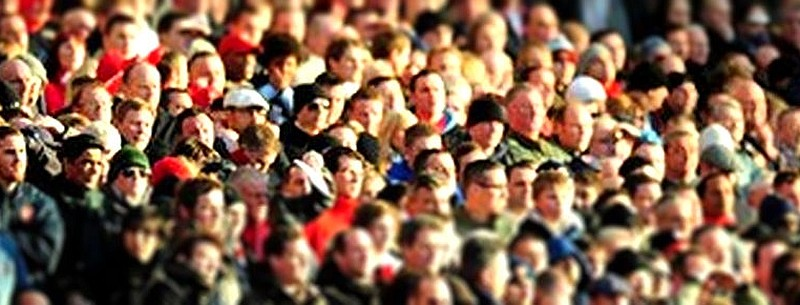 footballspectators1680_tiltshift