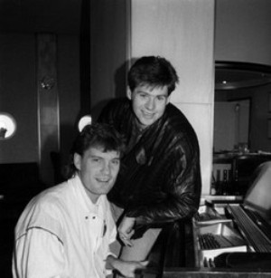 glen hoddle and chris waddle piano